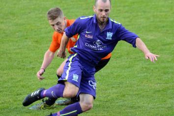 Warrenpoint sign midfielder Norton on loan
